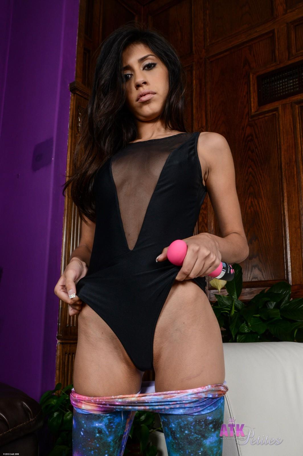 Slutty latina angel del rey gets throat and ass slammed hard 6