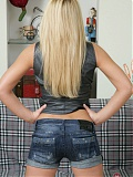Blonde babe Britney