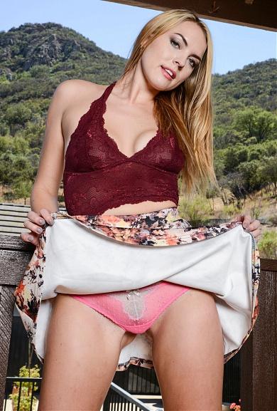 ATK Model Cosima Dunkin