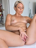Blonde Helena Locke