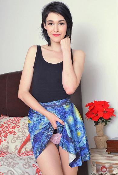 Sexy brunette Ivy Aura