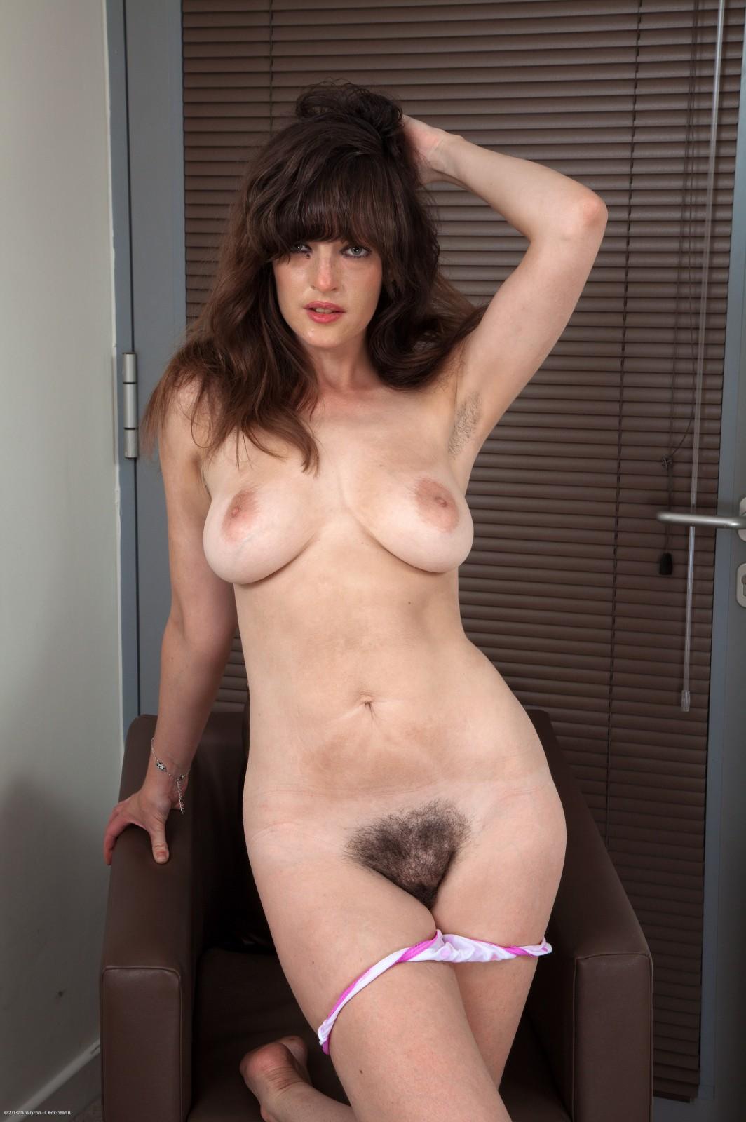 Amateur Busty Nude Babes
