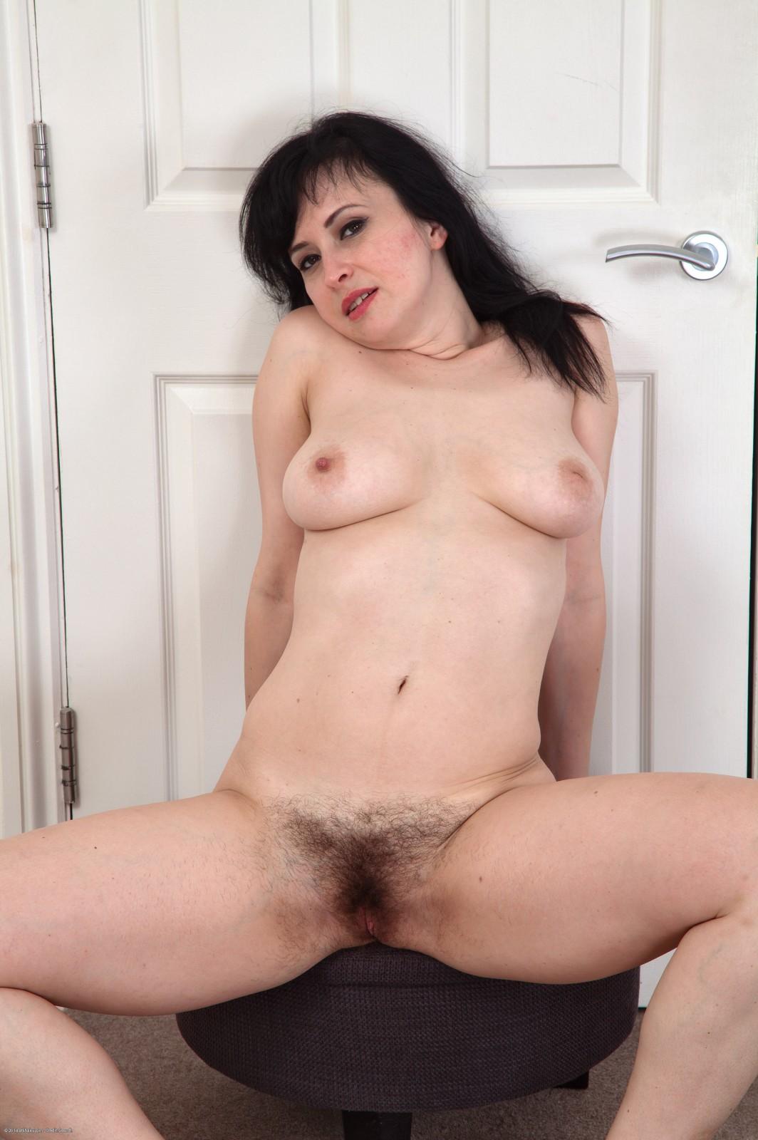 wemen in the nude