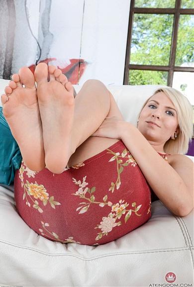Blonde Olivia Kasady