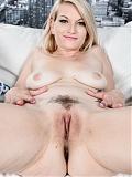 Blonde babe Skylar Madison