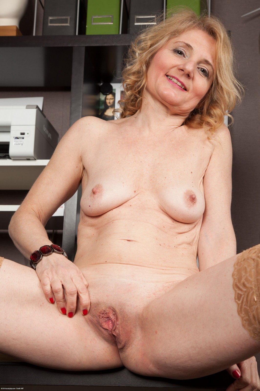 mature nue model escort